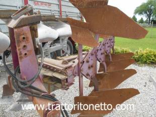 trattore usato varie ARATRO UGO MORO QUADDRIVOMERE
